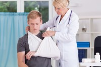 Odszkodowanie za złamanie ręki pomoże w dalszej rehabilitacji